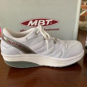 EUC MBT Physiological Footwear Sport White sneaker